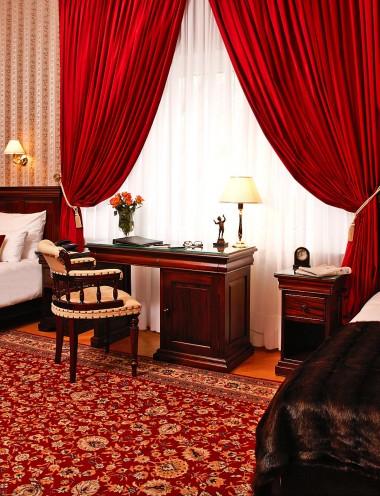Doppelzimmer-mit-getrennten-Betten-1
